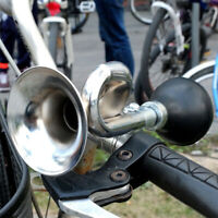 Bicycle Bike Cycling Metal Air Horn Hooter Squeeze Bugle Be Speaker Trumpet U1Q6