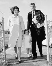 SENATOR JOHN F. KENNEDY, JACQUELINE & CAROLINE OCTOBER 1960  8X10 PHOTO (OP-825)