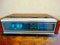 Vintage GE Digital Digital Alarm Clock Radio Model 7-4685A