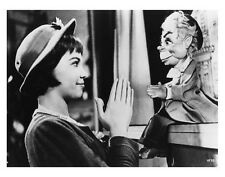 LILI great LESLIE CARON scene still with puppet - (g852)