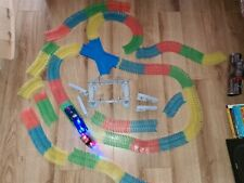 Autorennbahn für Kinder, Magic Trucks Twister Tracks Neon Glow