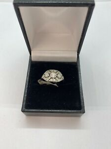 Beautiful vintage Platinum Diamond Cluster Ring