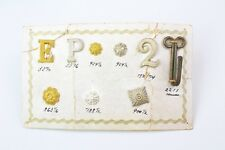 Verkaufskarton mit Effekten Abzeichen Auflagen Schulterklappen