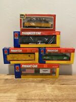 HO Scale Life Like Lot Of (5) 4 Freight Cars And A Dining Car