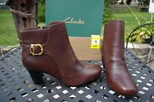 NIB Clark's Ladies Brown Leather Ankle Boots Size 9 Wide Width Beautiful!