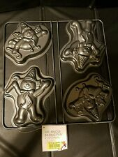 NEW 2016 Mr Bingle Christmas BAKING PAN ( 2 DIFFERENT DESIGN )