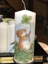 ONE IN A MILLION (Mouse sventolando CLOVER) decorato a mano pilastro candela 15x6cm