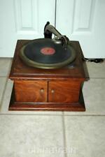 Antique 1915 Victor VV-VI Wind-Up Phonograph Record Player Oak Cabinet - Works