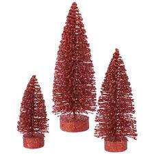 Dekorierte Weihnachtsbäume in Rot