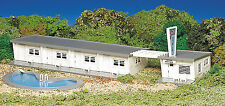 Bachmann Plasticville HO Scale Structure Kit - Motel with Pool