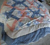 Gorgeous Hand Made Gently Used Quilt - FULL SIZE -   BEAUTIFUL COLOR & DESIGN