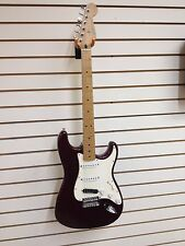 1999 2000 FENDER STRATOCASTER  MEXICO MIM Right Hand Electric GUITAR Burgundy