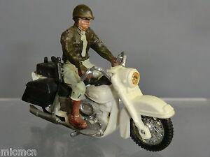 BRITAINS MODEL No.9692 HARLEY DAVIDSON  MOTOR CYCLE  & SHERIFF RIDER