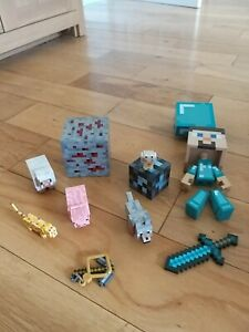 MINECRAFT COLLECTION OF HARD PLASTIC FIGURES AND ANIMALS