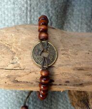 Bracelet feng shui marron en perles de bois et pièce chinoise porte bonheur