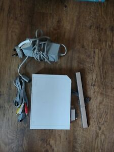 Nintendo Wii Console White With All The Leads. Tested & Working RVL-001