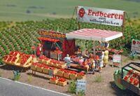 BUSCH 1073 - Mercato di fragole con accessori. Scala H0