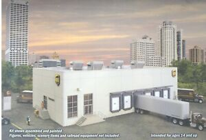 HO Walthers Building Kit: UPS Shipping Hub With Customer Center, New