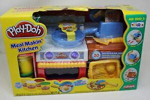 *NEW* Play Doh Meal Makin' Kitchen Play Set Fun With Food