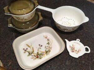 Vintage Pyrex M&S Harvest Casserole Dish & lid, 1 Pint Capacity.