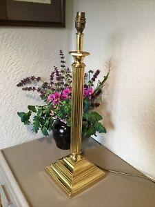 VINTAGE LARGE GOLD METAL CORINTHIAN COLUMN TABLE LAMP #6359