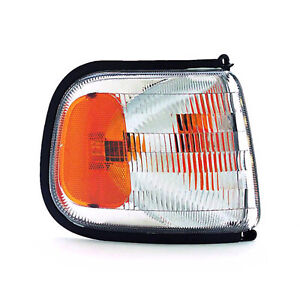 CH2521124 Signal/Park Lamp Assembly Front Passenger Side