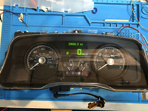 2006 FORD CROWN VICTORIA USED DASHBOARD INSTRUMENT CLUSTER FOR SALE
