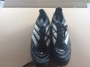 ADIDAS SHOES. MENS CLASSIC STYLE.SIZE 8 MENS