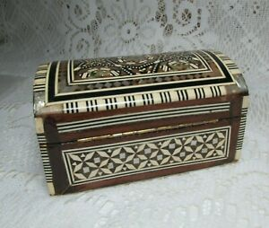 VTG SMALL RECTANGLER INLAID HANDCRFATED HIGNED WOOD MOTHER PEARL LACQUERED BOX