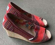 WOMAN'S RED COLORFUL STITCH BOHO TOMS 1 4 1 HEELS 👠 WEDGE SHOES 👌 EUC SIZE 7