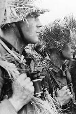 WW2 - Soldats allemands avec un camouflage improvisé en Normandie 1944