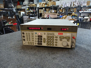 HP AGILENT 8662A Synthesized Signal Generator Opt 003 H40