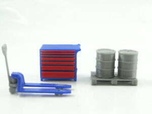 Diorama Parts Tool Box and Pallet Jack with Barrels in Scale 1:43 Brand New