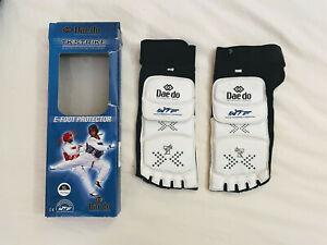 Daedo Taekwondo E-Foot Protector, Size XL (US M 9 - 9.5, UK 8.5 - 9, EU 42-43)