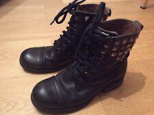 Boots  à lacets cuir noir cloutés façon doc ou  rangers  état correct ! 38 KOAH