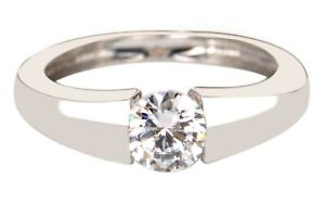 14KT White Gold With 0.95Ct D/VVS1 Round Shape Solitaire Women's Engagement Ring