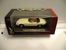 1971 Jaguar E-Type 1:43 scale Die-Cast /  Road Signature  New in box