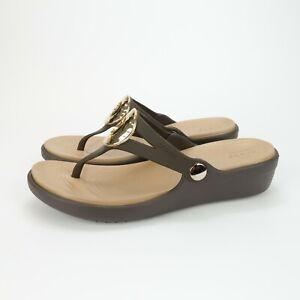 Crocs Womens Brown Sandals Shoe Sanrah Circle Thong Wedge Size 7