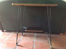 belle table de television vintage année 60 fer et bakelite .TBE.(M/T/F)