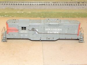 Athearn HO Southern Pacific GP9 Diesel Locomotive Shell w/ Handrails