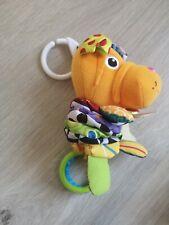Spielzeug - Baby - Greifling Kinderwagen - Lamaze - ab 3 Monate