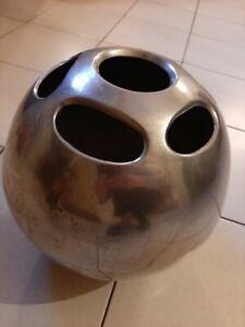 Grand Vase boule 1970 fonte aluminium chromé style Yonel Lebovici signature ?