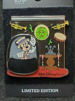 Disney pin 100% authentic 58998WDW - The Scoop!  The Haunted Mansion rare AF61