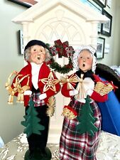 Byers' Choice Caroler Couple With Straw Ornaments