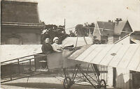 Carte photo ancienne femme en avion aéroplane monoplan