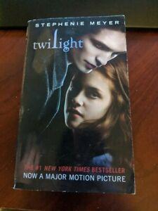 Twilight Saga: Twilight by Stephenie Meyer (Paperback)