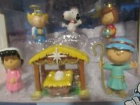 PEANUTS NATIVITY FIGURINE/ DELUXE SET. /SNOOPY, CHARLIE BROWN, LUCY NEW IN BOX.