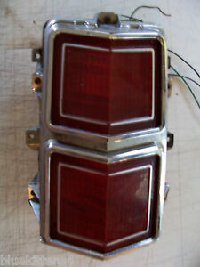 1974 1975 OLDS CUTLASS RIGHT TAILLIGHT USED OEM OLDSMOBILE TURN  BRAKE LIGHT