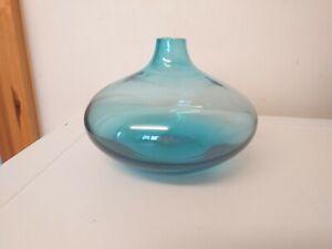 VINTAGE...RETRO...GLASS VASE....BLUE..FLAT AND ROUND..BUD..GLASS...DISPLAY..VASE