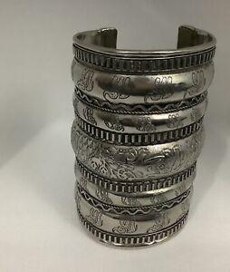Indian Handicrafts Tribal   Silver Metal Cuff Bracelet Animal design  61grm C2
